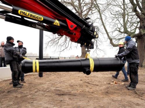 Kanon wordt geplaatst op de IJsselkade
